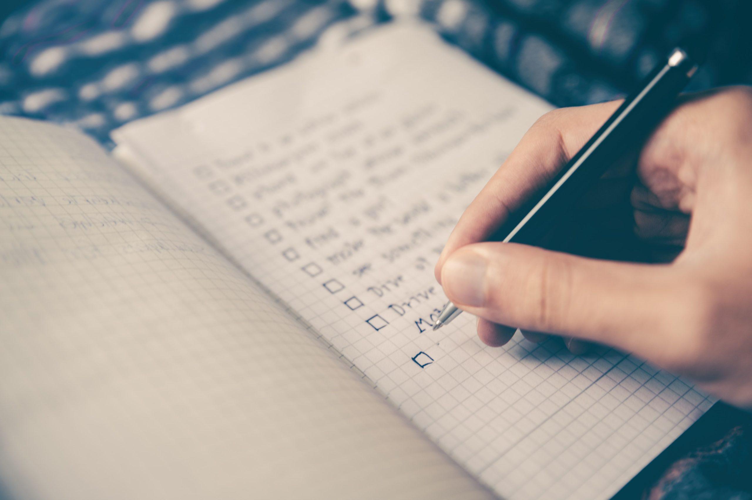 Être prêt(e) pour son premier client : les documents et formalités obligatoires